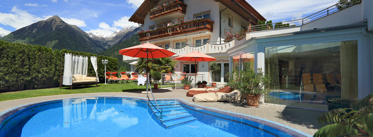 Outdoor pool Hotel Grafenstein, just a short walk from Merano away