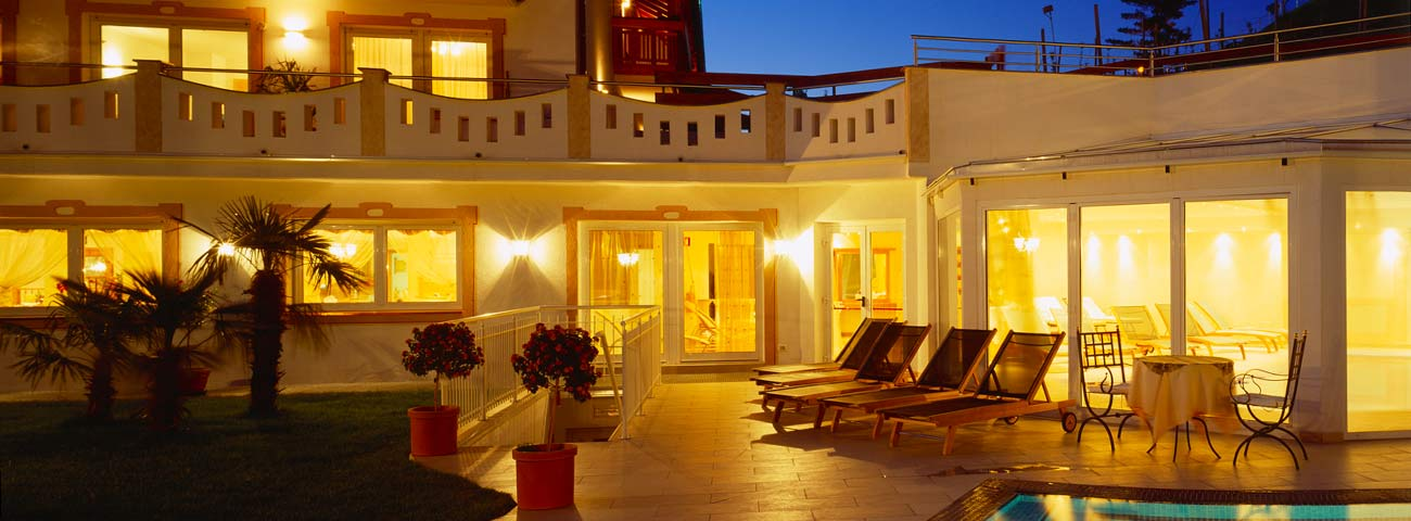 Hotel scena merano con piscina all aperto e giardino - Hotel merano 4 stelle con piscina ...