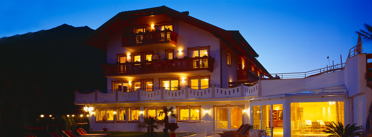 4 star Hotel Grafenstein Scena lit as night falls